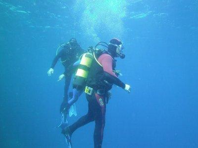 Inmersión de buceo con equipo en Benidorm