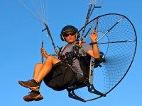专业的动力伞飞行员