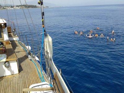 Paseo en barco en la Costa del Sol 2 horas Niños