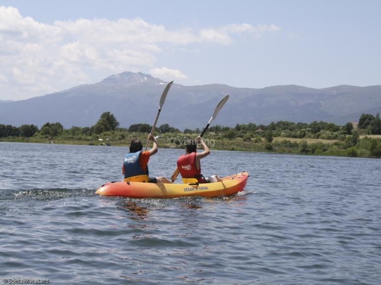 Canoa che attraversa Lozoya
