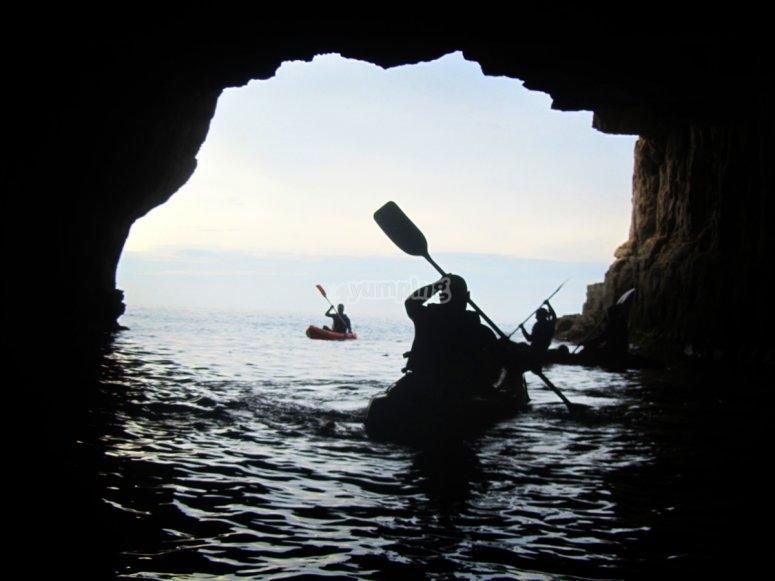 Kayak en la cueva