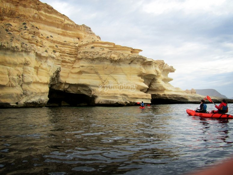 Kayak en los acantilados