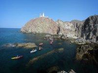 Grupo de kayaks en Cabo de Gata