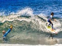 Grabando la clase de surf infantil