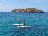情侣做桨冲浪