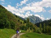 bicilistas山地自行车在步道bicilistas