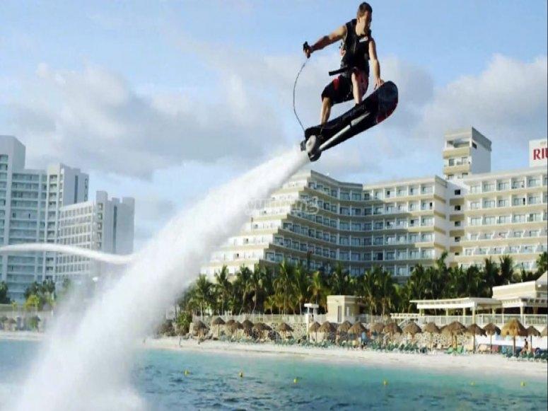 hoverboard en la playa