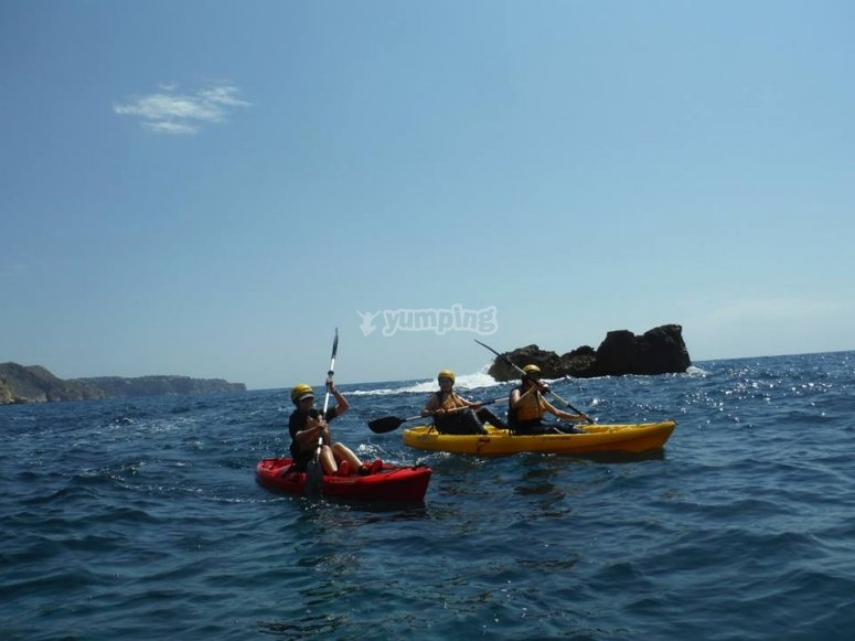 Con los Kayaks en el mar