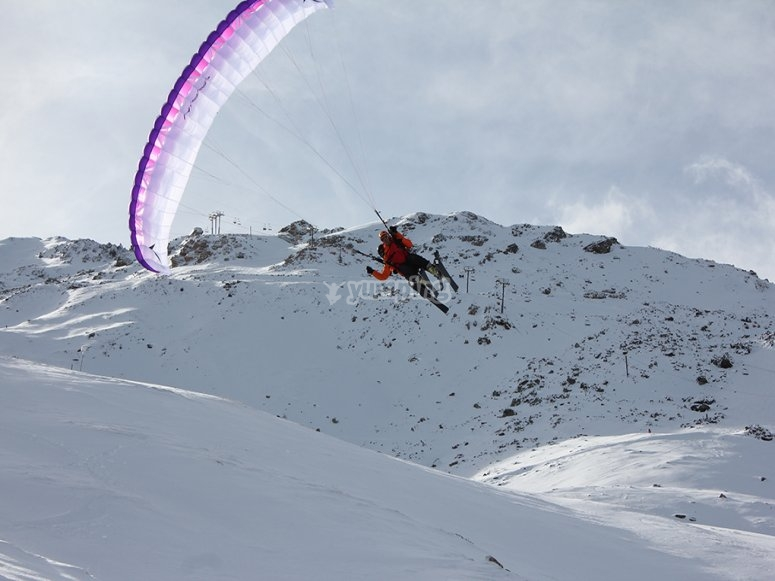 Paraglide in the snow