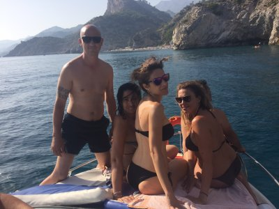 乘船游览La Herradura,野餐3小时