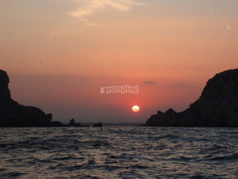 日落时乘船游览