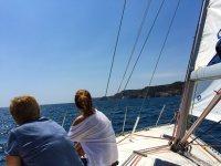 在L'Escala和开胃菜的浪漫小船乘驾