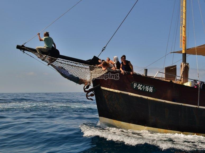 在加那利群岛的海洋中航行