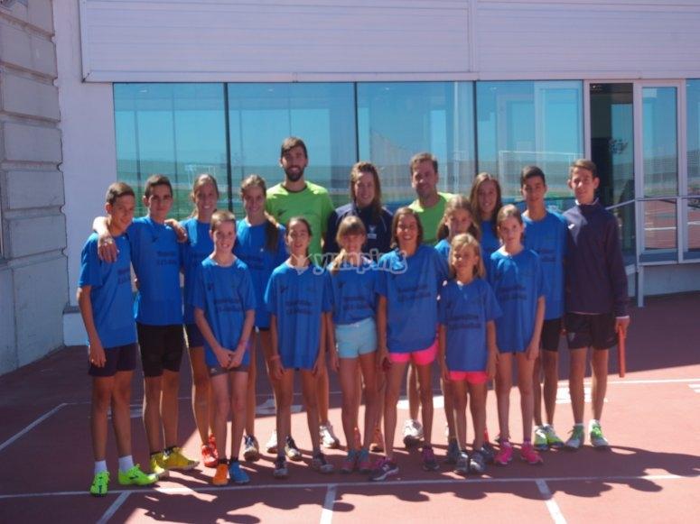 grupo de ninos de triatlon