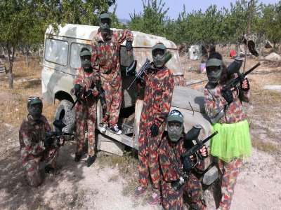Paintball en Marchena y barbacoa con barra libre