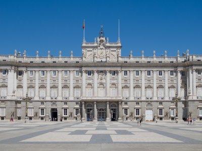 引导游览历史悠久的马德里街道