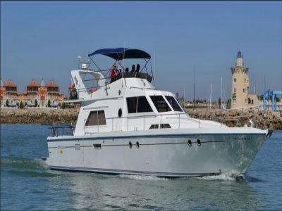 Alquiler de barco a motor con patrón en Cádiz 9 h