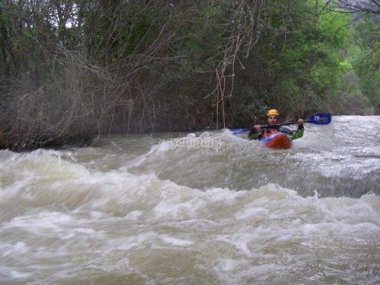 Piragua en el rio