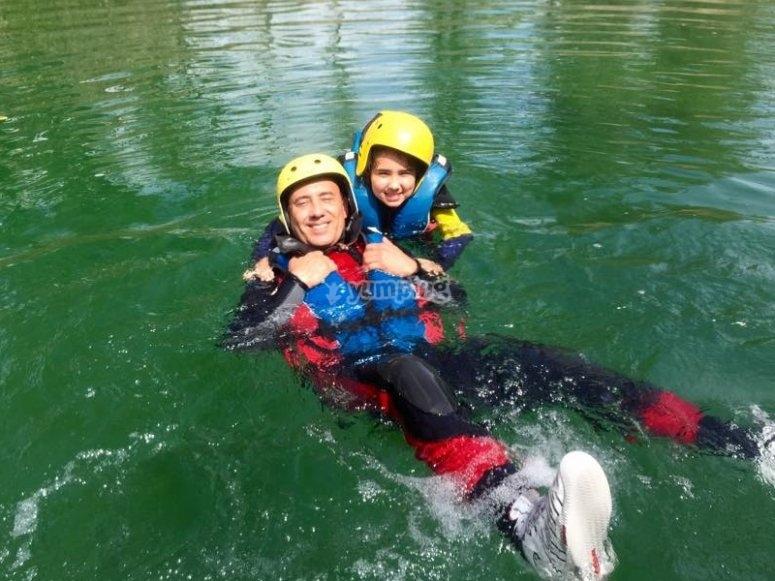 En el rio Guadiela tras la sesion de rafting
