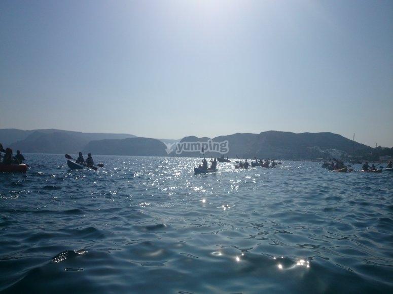 En el mar con la canoa