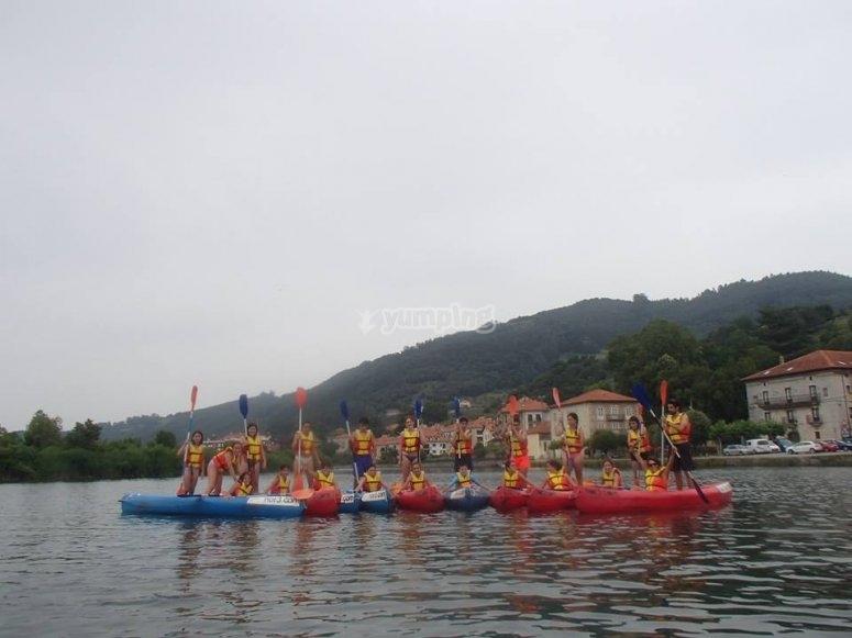 Grupo de canoas en el Ason