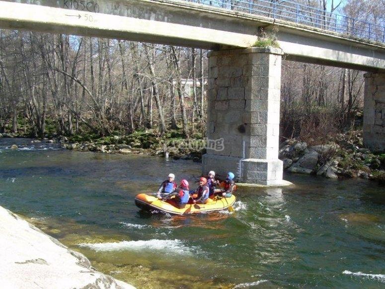 Rafting under the Tormes bridge
