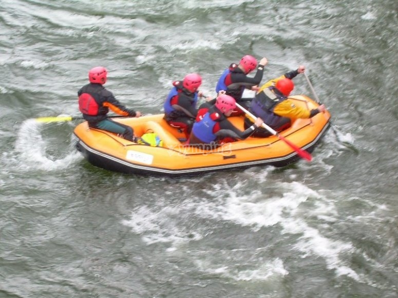 Rafting in the rapids of the Tormes