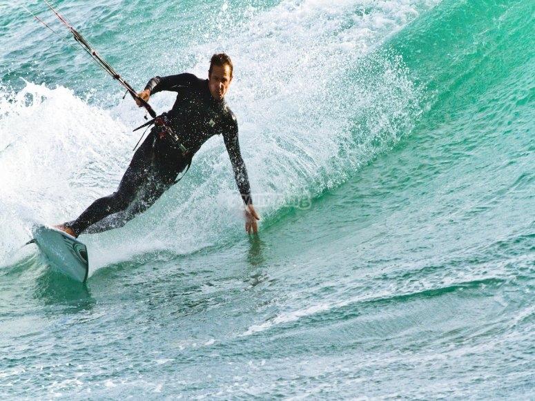 Lo mejor del kite surf es tocar las olas