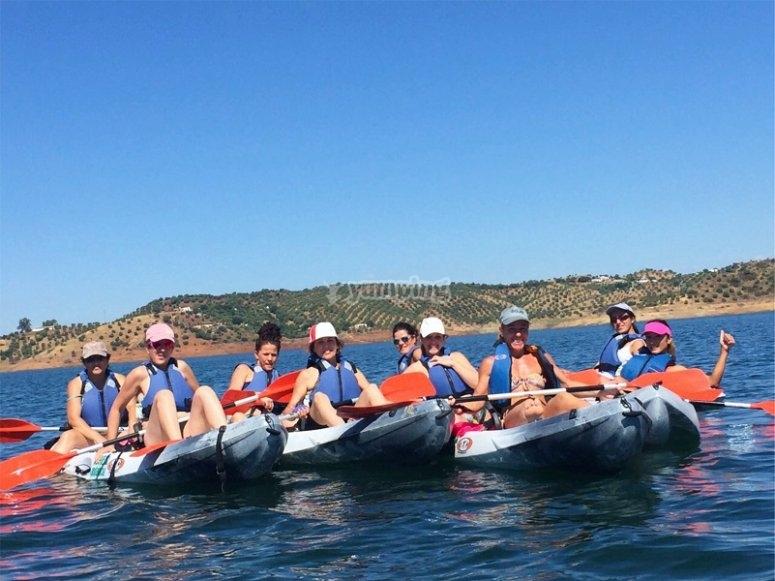 Día de kayak con amigos