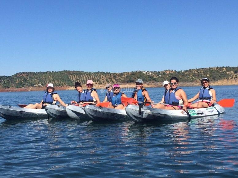 Sesion de navegacion en kayak