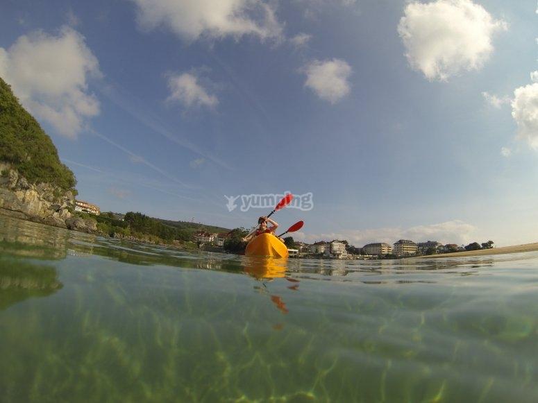 在海上皮划艇航行
