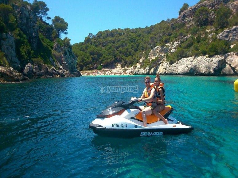 乘坐水上摩托艇穿越 Ciudadela