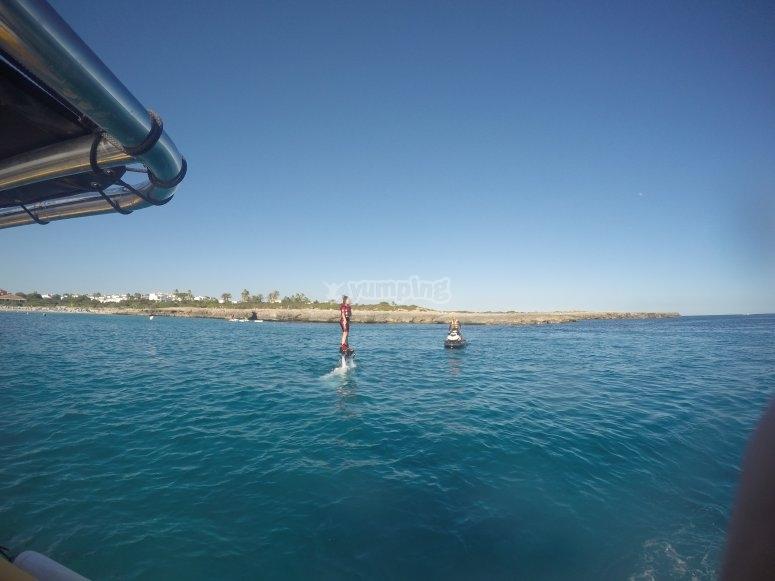 乘坐水上摩托车穿越梅诺卡岛