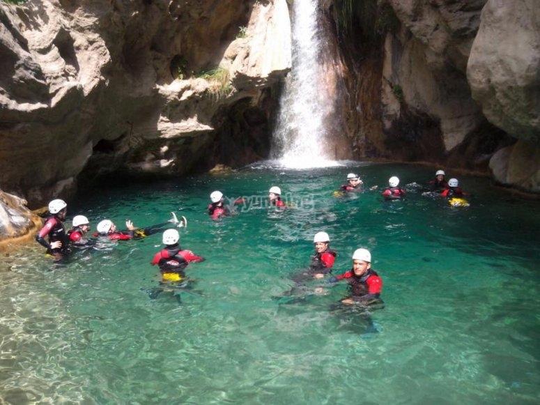En la cascada