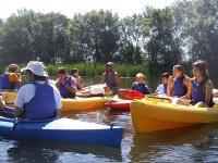 Navegando en canoa