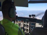 在飞机的飞行员