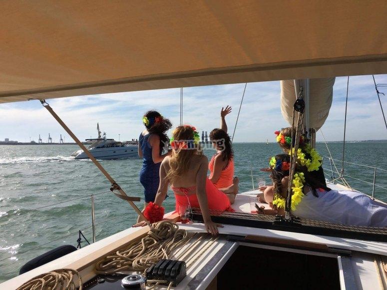帆船上的女孩