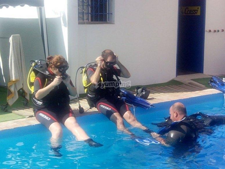Practicas de buceo en piscina