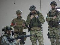 解释在战斗开始时使用战士的标志集团