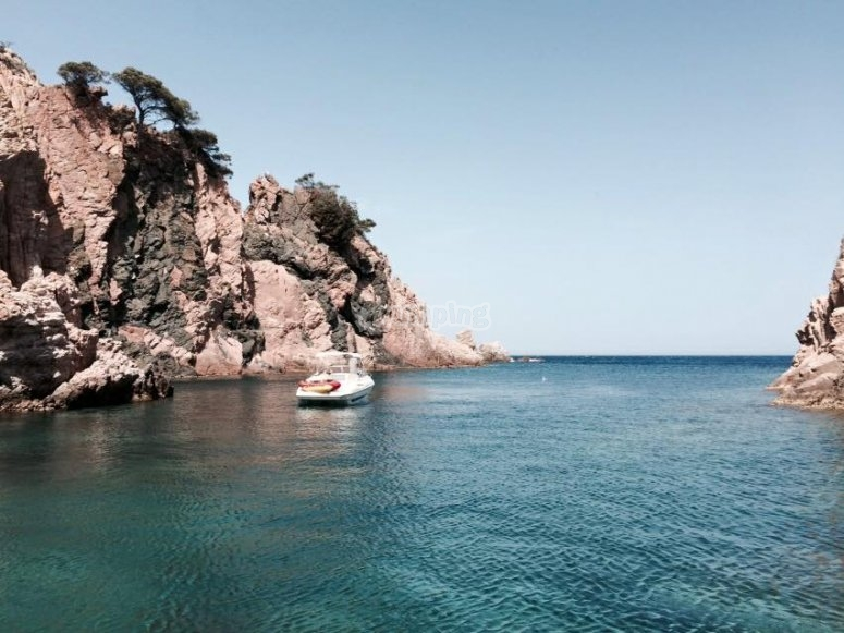 Enjoy sailing across Costa Brava