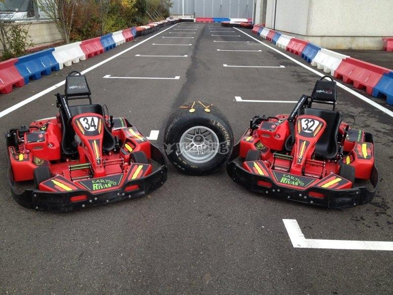 Due go-kart in pista