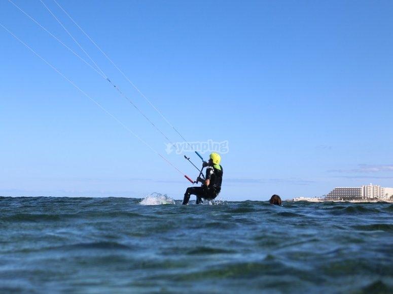 Kitesurf ya en el agua