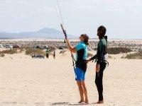 Experiencia de vuelo de kitesurf en Corralejo, 2h.