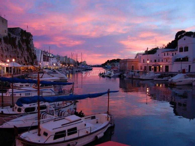 Puerto de Menorca al atardecer