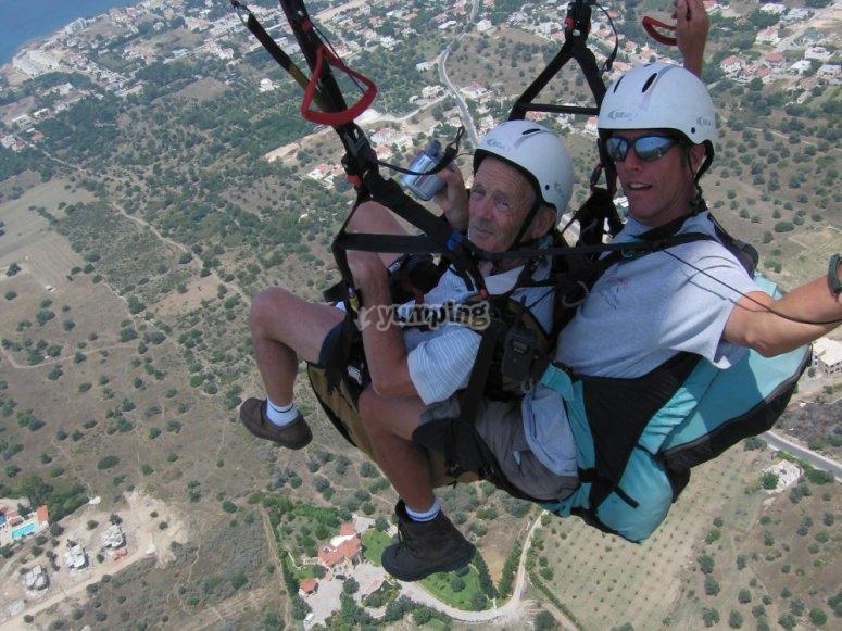 Flying in a tandem paraglide