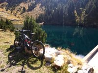 E bici elettrica sul lago