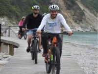 Con le e bike sul lungomare