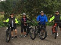 Ruta en bici eléctrica con amigos