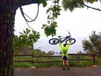Levantando la bici agilmente