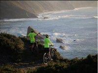 Llegando a la costa en bici de montaña